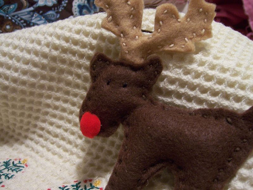 Felt Christmas Reindeer Patterns http://gnathalie2.wordpress.com/category/free-patterns/page/7/