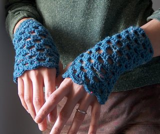 denim-blue_crochet-handwarmers6.jpg